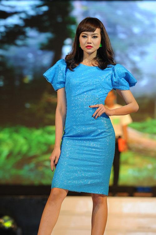 Thanh Hằng mặc thiết kế Xuân dạo catwalk - 6