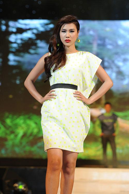 Thanh Hằng mặc thiết kế Xuân dạo catwalk - 10