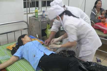 Ăn cháo phổi heo, hơn 50 công nhân ngộ độc - 1