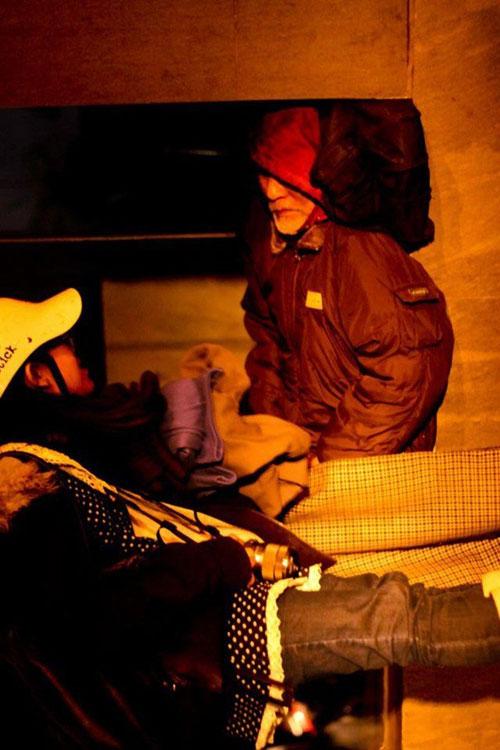Giảng viên bỏ việc để giúp người vô gia cư - 4
