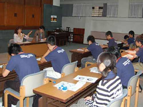 Nhật: Thầy giáo bắt HS uống axit - 1