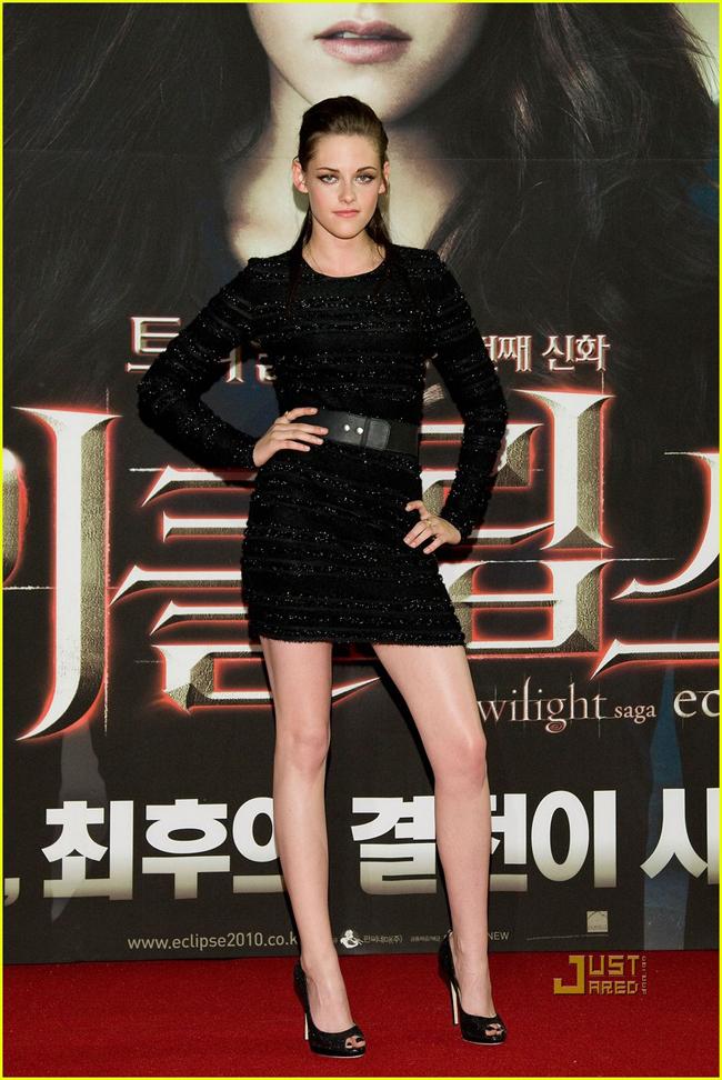 Kristen Stewart sở hữu đôi chân dài thẳng tắp