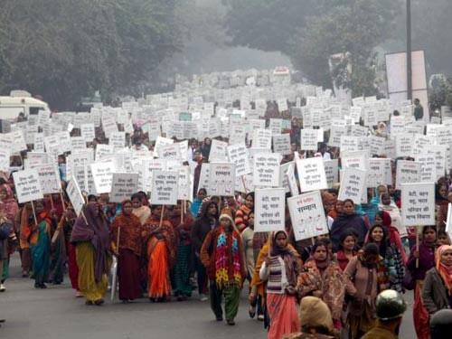"""Ấn Độ: Phát dao để phụ nữ xử """"yêu râu xanh"""" - 1"""