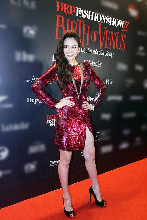 Phương Thanh, Kỳ Duyên vén váy khoe chân - 5