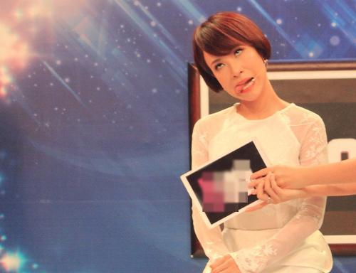 Uyên Linh tiết lộ nụ hôn đầu đời - 5
