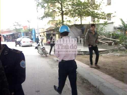 Thanh tra GT cởi áo đòi xử người vi phạm - 4