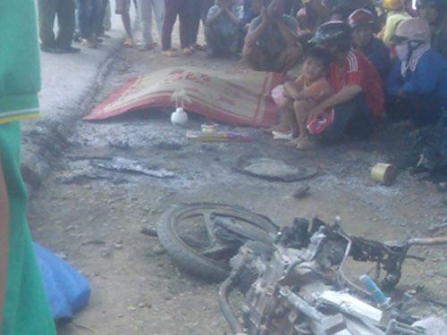 Xe máy tông nhau bốc cháy gây chết người - 2
