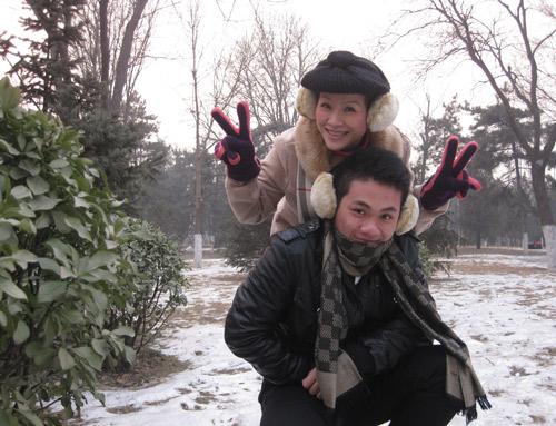 Vợ chồng Kiều Linh tình tứ tại Bắc Kinh - 11