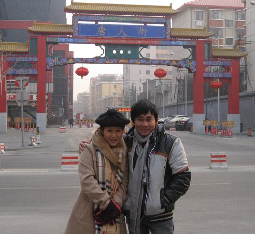 Vợ chồng Kiều Linh tình tứ tại Bắc Kinh - 14