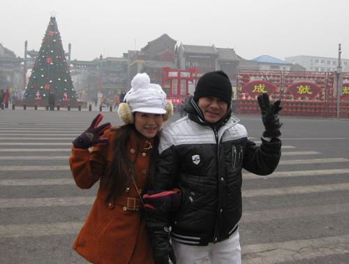 Vợ chồng Kiều Linh tình tứ tại Bắc Kinh - 15