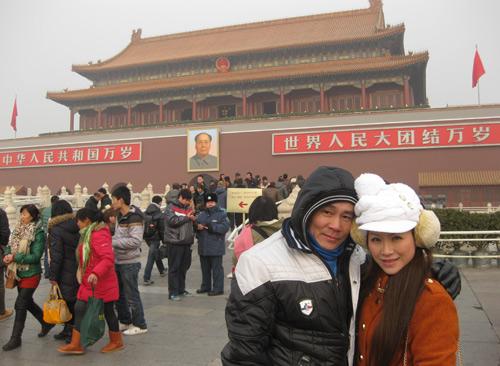 Vợ chồng Kiều Linh tình tứ tại Bắc Kinh - 12
