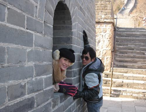 Vợ chồng Kiều Linh tình tứ tại Bắc Kinh - 9