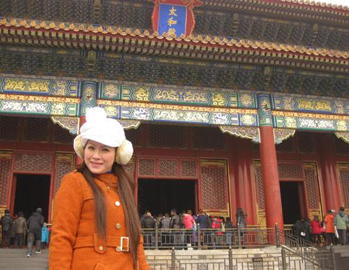 Vợ chồng Kiều Linh tình tứ tại Bắc Kinh - 13