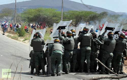 Venezuela: Bạo loạn trong tù, 50 người chết - 1