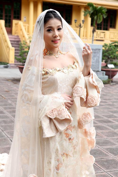 Chọn áo dài cưới cho cô dâu 2013 - 5