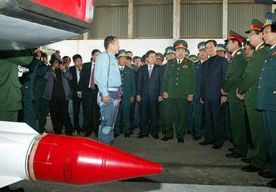 Thủ tướng đi thị sát máy bay Su-30MK2 - 3