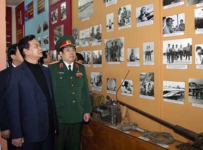 Thủ tướng đi thị sát máy bay Su-30MK2 - 4