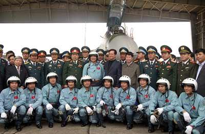 Thủ tướng đi thị sát máy bay Su-30MK2 - 5