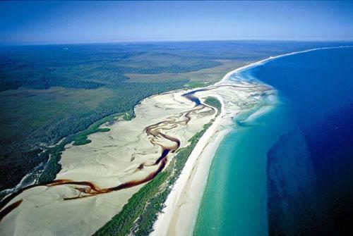 Khám phá đảo cát lớn nhất thế giới - 1