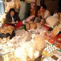 Chợ tết èo uột, giá tăng, hàng ế