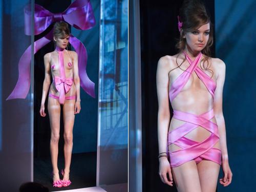 Những pha lộ ngực gây sốc trên catwalk - 3