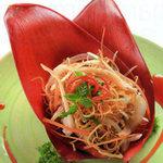 Ẩm thực - Thân quen với nộm hoa chuối trộn tai heo
