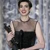 Anne Hathaway lại thắng ngoạn mục