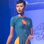 Thời trang - Mai Giang mặc áo dài diễn catwalk
