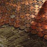 Phi thường - kỳ quặc - Dùng tiền lát sàn phòng ngủ