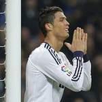 """Bóng đá - Pha bỏ lỡ """"ngớ ngẩn"""" của Ronaldo"""