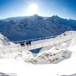 Du lịch - Rùng mình trên cây cầu treo cao nhất châu Âu