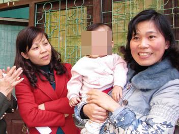 Bắt cóc bé trai 9 tháng tuổi bán sang TQ - 1