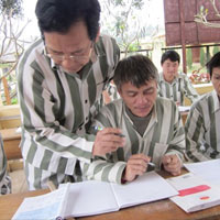 Cựu Hiệu trưởng mua trinh kể về Tết trong tù