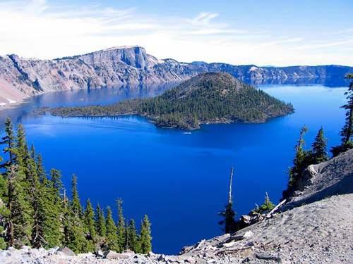 Vẻ đẹp huyền bí của công viên Crater Lake - 1