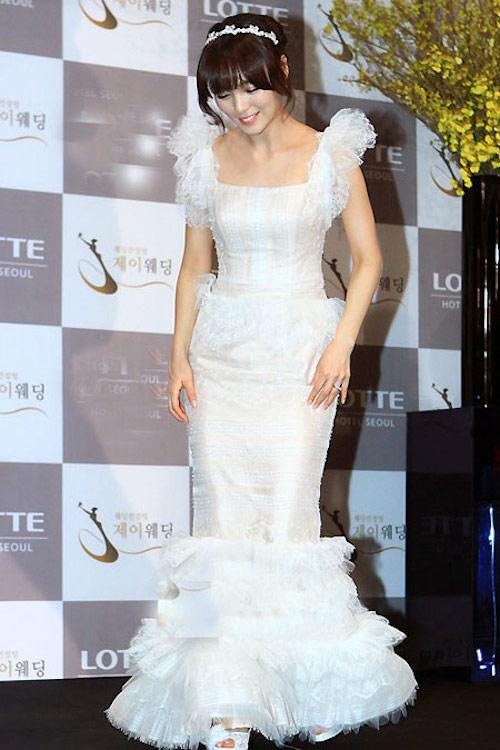 8 bộ đầm cưới đẹp mê ly của sao Hàn - 3
