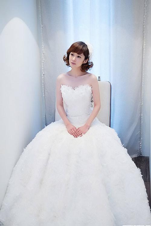 8 bộ đầm cưới đẹp mê ly của sao Hàn - 8