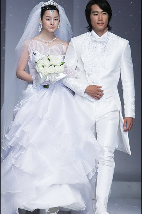 8 bộ đầm cưới đẹp mê ly của sao Hàn - 5