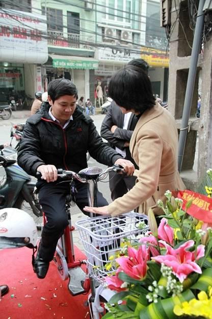 """Xe đạp điện HKBike: """"Mốt"""" tặng quà tết - 2"""