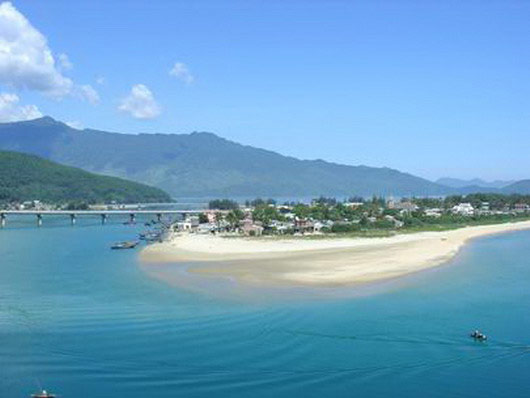 Vẻ đẹp bao la của biển miền Trung - 6