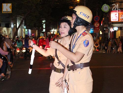 Ngắm nữ CSGT làm nhiệm vụ trong dịp Tết - 2