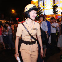 Ngắm nữ CSGT làm nhiệm vụ trong dịp Tết