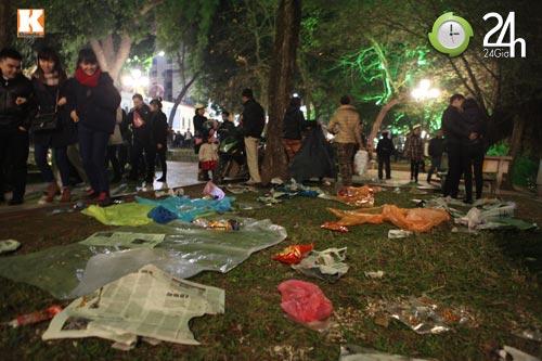 Đường phố ngập rác sau đêm giao thừa - 6