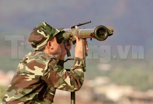 Xem tên lửa vác vai của Việt Nam khai hỏa - 2