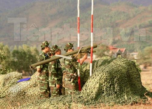 Xem tên lửa vác vai của Việt Nam khai hỏa - 4