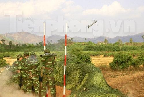 Xem tên lửa vác vai của Việt Nam khai hỏa - 7