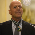 Bruce Willis nhận Huân chương cao quý