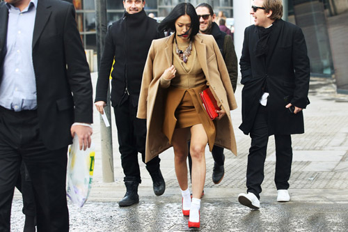 Tiệc thời trang sống động trên phố Anh - 11