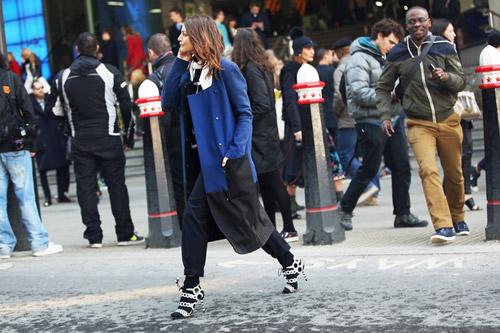 Tiệc thời trang sống động trên phố Anh - 12