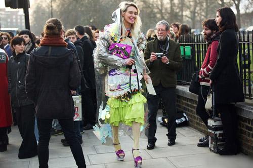 Tiệc thời trang sống động trên phố Anh - 17