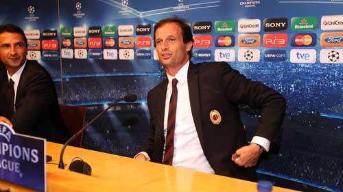 Milan lộ đội hình quyết đấu Barca - 1